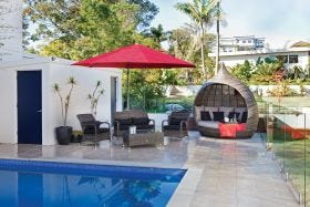 Savannah  3.8m  Octagonal Cantilever Umbrella -Olefin