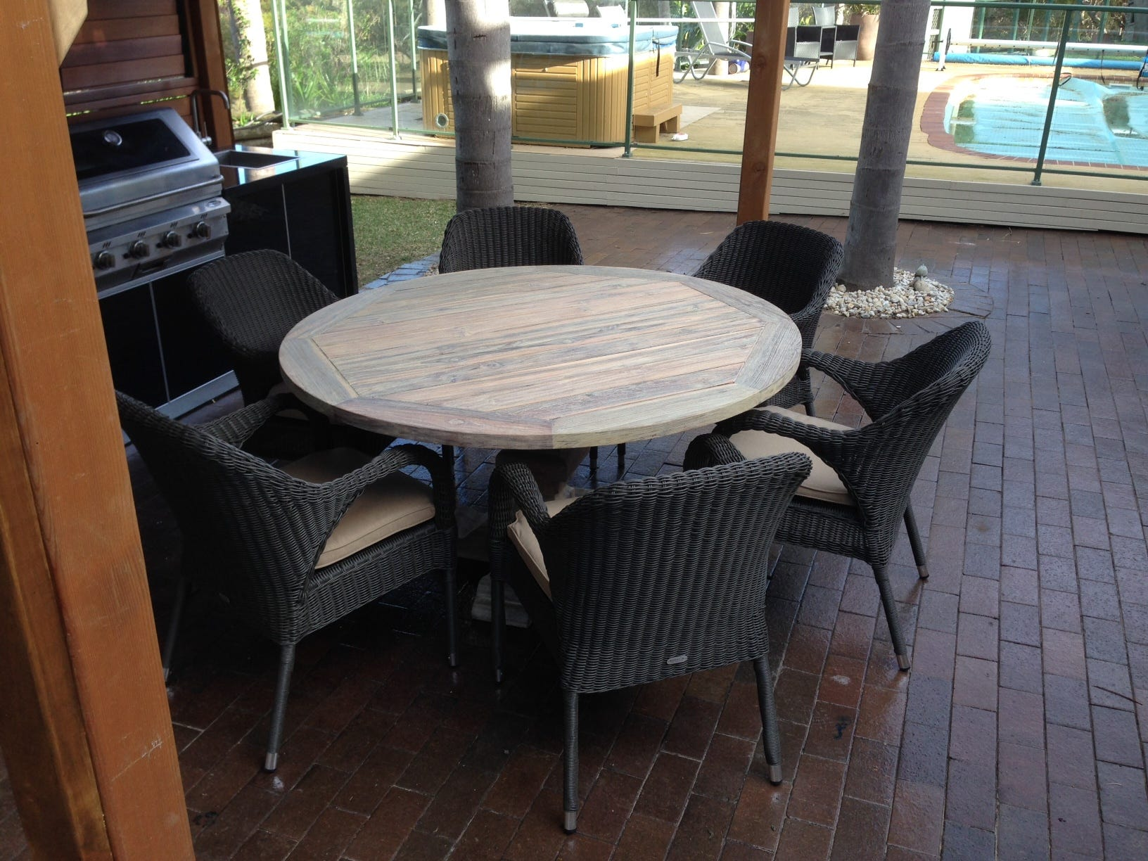 Charming outdoor furniture erina contemporary simple for Outdoor furniture erina